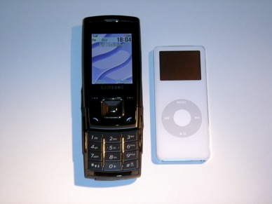 Samsung E900 vs iPod Nano